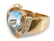 Halványkék és gyémánt köves arany gyűrű
