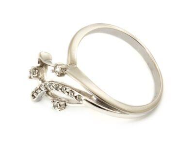 Levél formájú köves fehérarany gyűrű