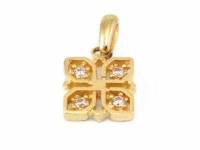 Áttört köves arany medál