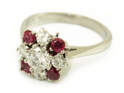 Brill és rubin köves arany eljegyzési gyűrű