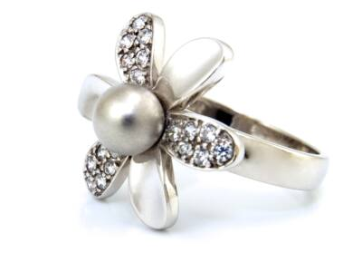 Gyöngyös köves fehérarany női gyűrű