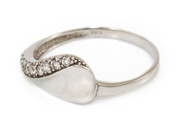 Köves fehérarany fantázia gyűrű