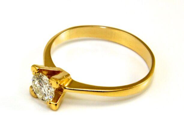 Gyémánt köves arany eljegyzési gyűrű