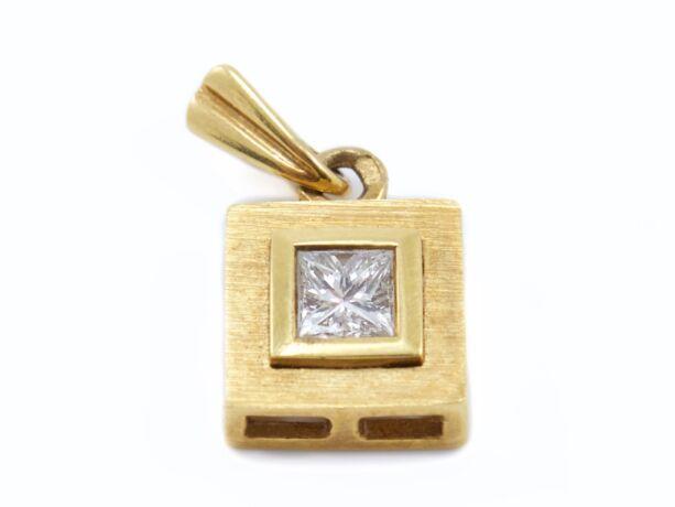 Sárga arany gyémánt köves medál