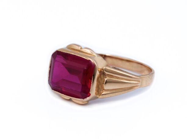 Bordó köves arany gyűrű