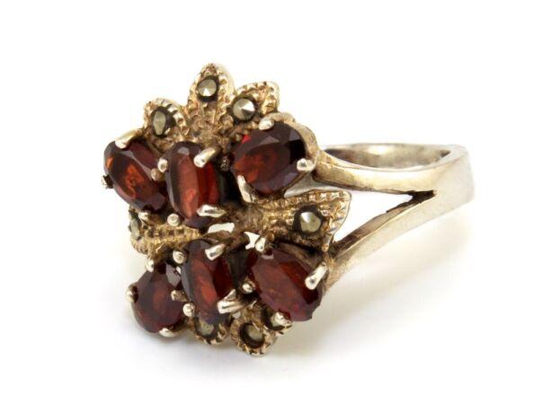 Gránát és markazit köves női ezüst gyűrű