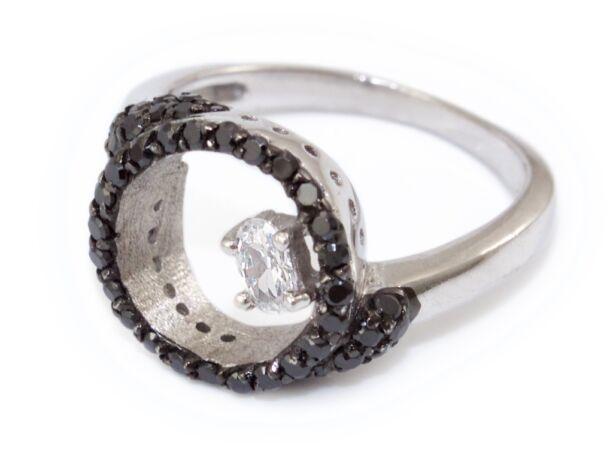Fekete és fehér köves karikás ezüst gyűrű