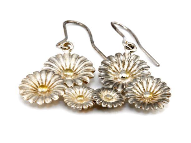 Kézi készítésű virágos ezüst fülbevaló