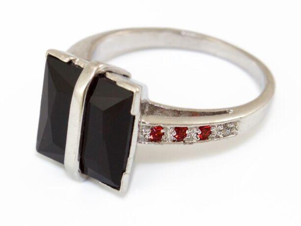 Fekete és piros köves ezüst gyűrű