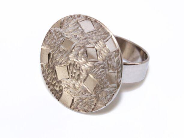 Vésett és matt ezüst gyűrű