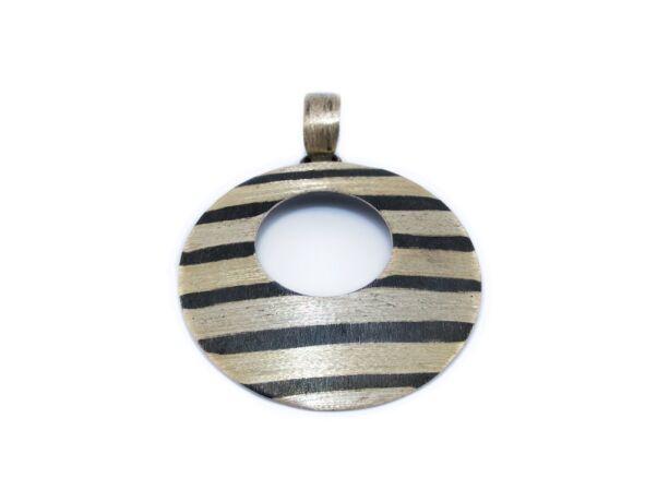Mattított csíkos ezüst medál