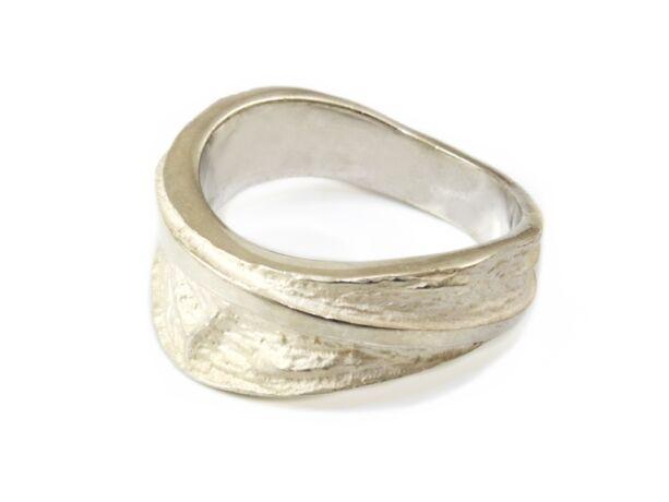 Gyűrt hatású női ezüst gyűrű