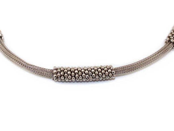 Fonott, bogyós betétes ezüst nyakék