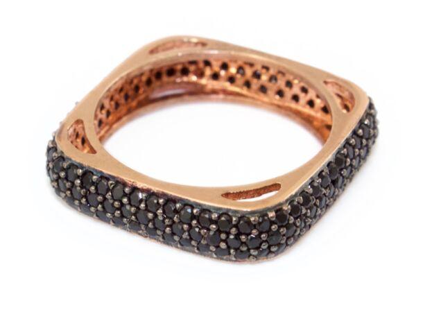 Szögletes fekete köves női ezüst gyűrű