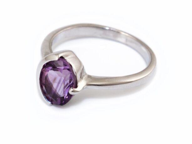 7aab43d4d Ametiszt köves ezüst gyűrű