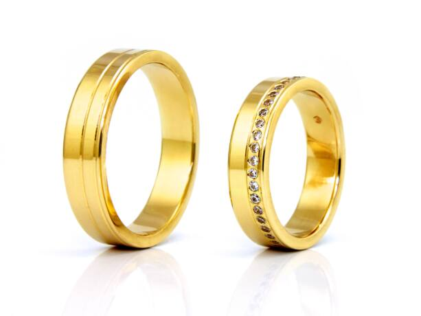 Köves női arany karikagyűrű